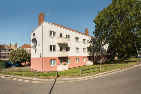 2 bedroom flat for sale - Flat 16 Woodford House, Barnfield Road, London, SE18 3TZ