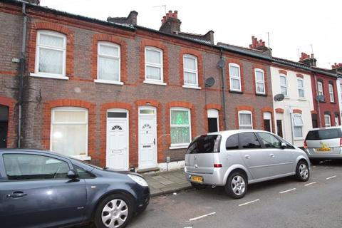 2 bedroom terraced house - Whitby Road, Luton