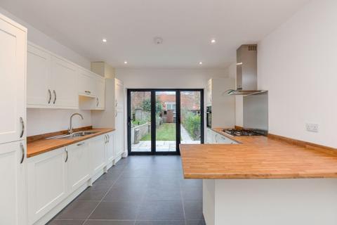 2 bedroom terraced house - Park Street, Salisbury                              VIDEO TOUR