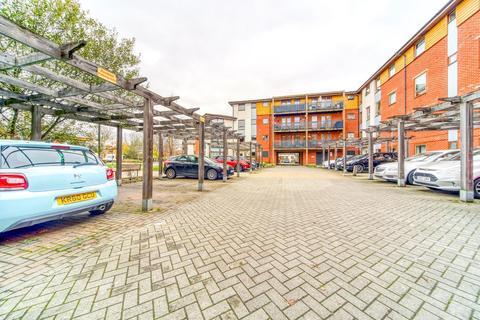 2 bedroom flat for sale - Clarke Close, Croydon, CR0