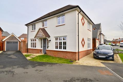 3 bedroom detached house for sale - Lodge Park Drive, Evesham, WR11 3JY