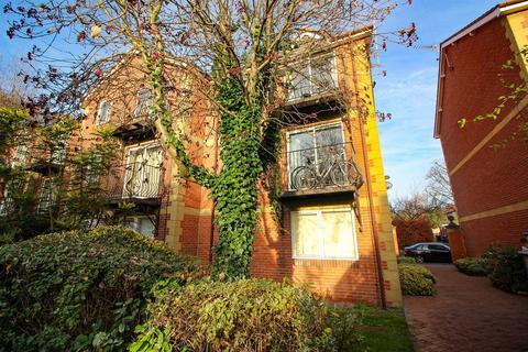 2 bedroom flat - Deneside Court, Newcastle Upon Tyne