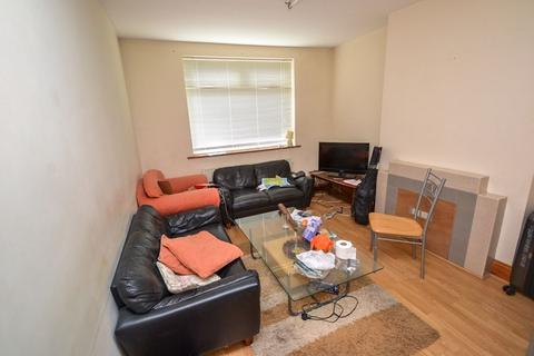 4 bedroom house to rent - Johnson Road, NG7 - UON