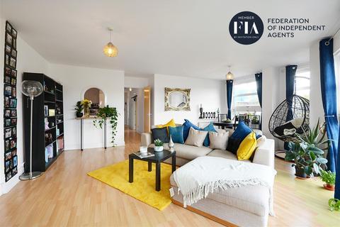 2 bedroom apartment for sale - Rivers House, Kew Bridge Road, Brentford