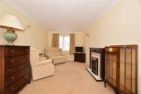 1 bedroom ground floor flat - Middle Row, Faversham, Kent