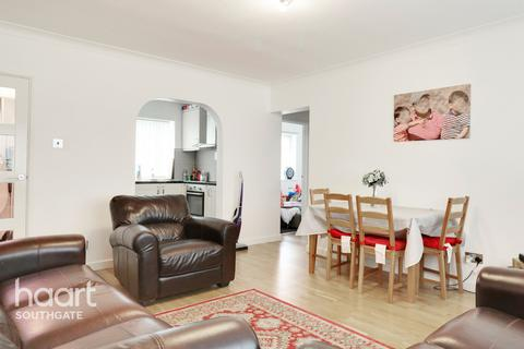 2 bedroom apartment for sale - Chase Road, London