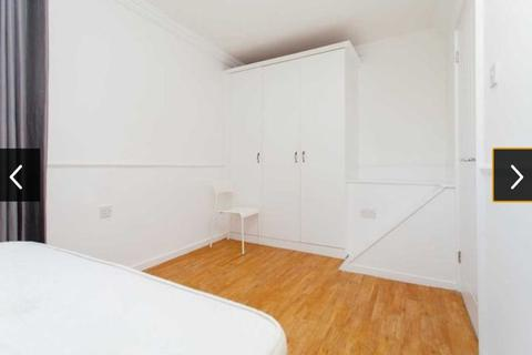 4 bedroom house share to rent - Large Double Room to Rent in Shared Flat in Hyperion House,  Arbery Road, Mile End.
