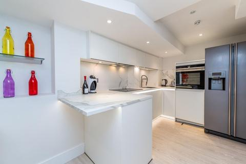 2 bedroom apartment - Palace Court London W2