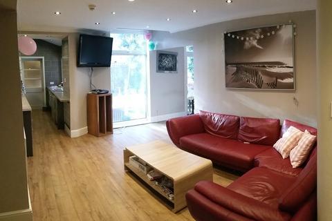 8 bedroom semi-detached house to rent - Ashlyn Grove, Fallowfield