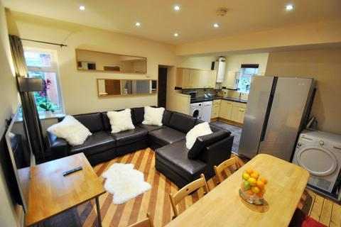 6 bedroom semi-detached house to rent - Birchfields Road, Manchester M13 0XR