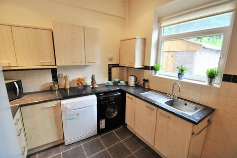 6 bedroom semi-detached house to rent - Birchfields Road, Manchester M13 0XX