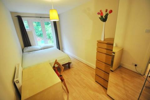 6 bedroom property to rent - Kingswood Road, Manchester M14 6RX