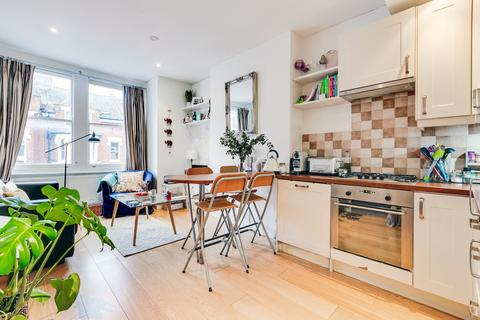 2 bedroom flat for sale - Comyn Road, London