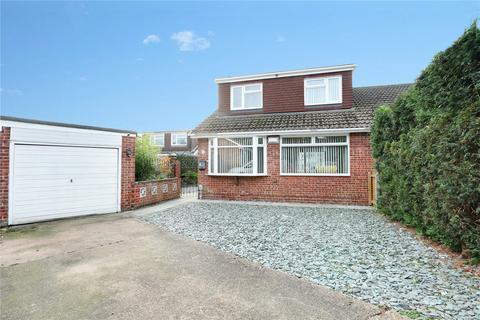 3 bedroom bungalow for sale - Elm Tree Avenue, Thorngumbald, Hull, HU12