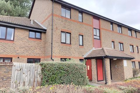 2 bedroom apartment to rent - Oakside Court, Horley