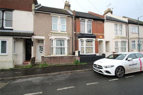 3 bedroom terraced house - Balmoral Road, Gillingham, Kent, ME7