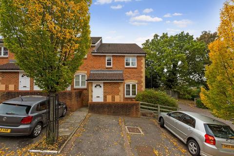 1 bedroom flat - Rosamund Close, Croydon, CR2 7EW