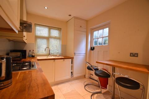 2 bedroom apartment for sale - Courtlands Avenue, Richmond