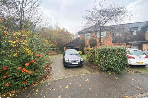 3 bedroom semi-detached house for sale - Kingshill Close, Hayes, Middlesex, UB4 8DD