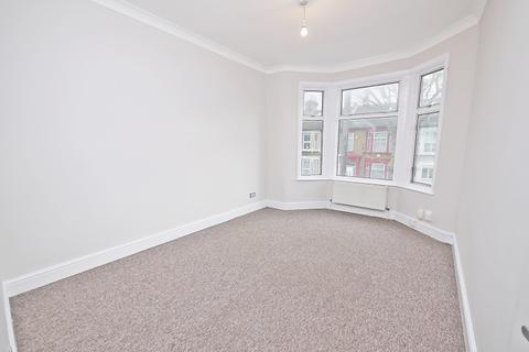 2 bedroom flat to rent - Warren Road, London, Greater London. E10
