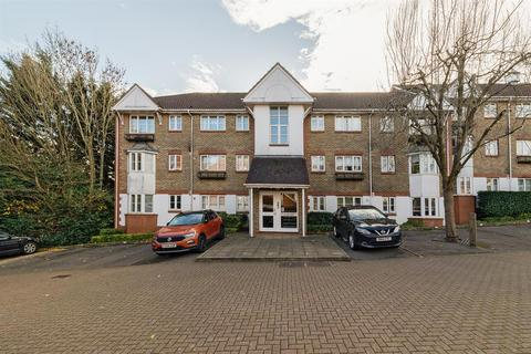 2 bedroom flat - Autumn Drive, Sutton