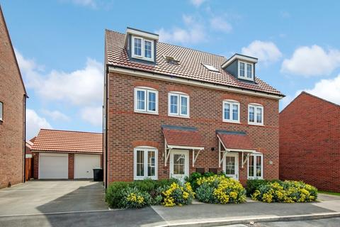 4 bedroom townhouse for sale - Vespasian Way, North Hykeham, Lincoln