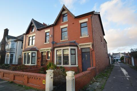 5 bedroom semi-detached house for sale - Arnold Avenue, Blackpool, FY4 3EP