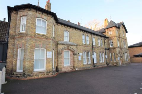 Studio to rent - Huntingdon