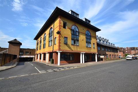2 bedroom flat to rent - Consort Way, Horley