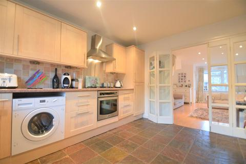 2 bedroom semi-detached house - Steele Avenue, Greenhithe