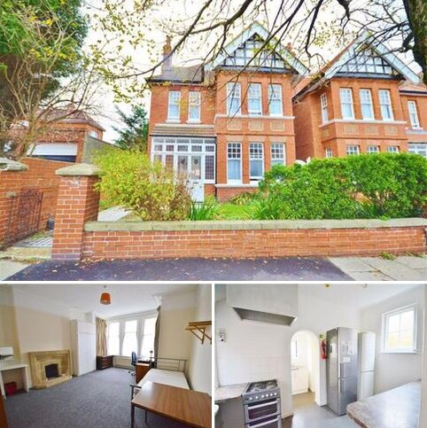 6 bedroom detached house to rent - Vallance Gardens, Hove