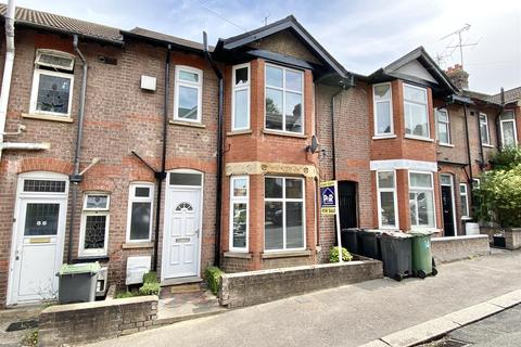 3 bedroom terraced house to rent - Russell Rise, Close to Town Centre