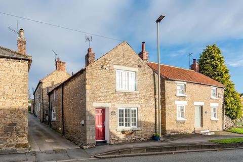 2 bedroom cottage for sale - 92 High Street, Snainton, Scarborough, North Yorkshire, YO13 9AJ