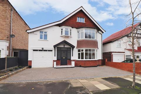 4 bedroom detached house for sale - Kings Avenue, Bromley