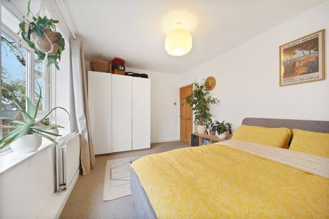 3 bedroom apartment - Russel Court, Hopton Road, Streatham, London, SW16