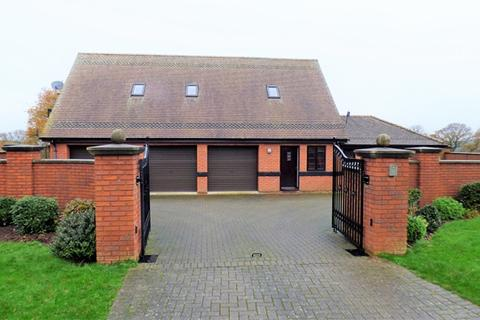 2 bedroom flat to rent - Fully Refurbished 2 Bed Flat in Beautiful Surroundings - Woodbury Salterton