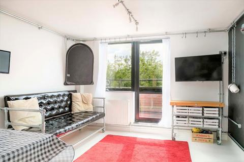 1 bedroom flat - London Road, Town Centre