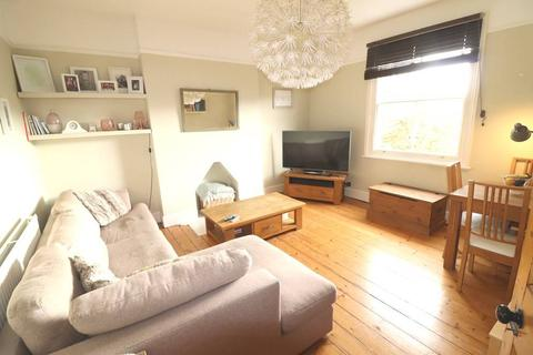 2 bedroom flat to rent - Marlow Road, London