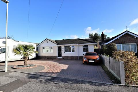4 bedroom bungalow for sale - Troon Road, Broadstone, BH18