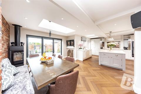 5 bedroom semi-detached house for sale - Kerry Drive, Upminster, RM14