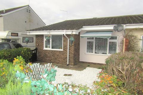 2 bedroom semi-detached bungalow to rent - Clacton-On-Sea  CO16