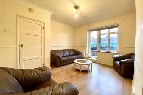 1 bedroom flat - Orton House, Leyburn Road