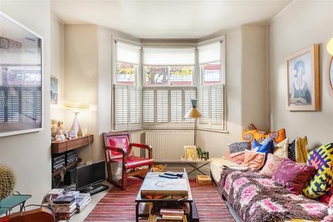 3 bedroom terraced house for sale - Bullen Street, SW11