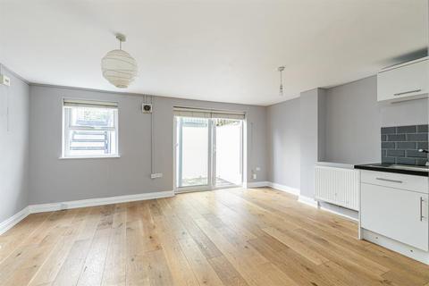 3 bedroom maisonette for sale - Allen Road, London, N16