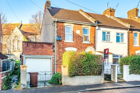 2 bedroom end of terrace house for sale - Grange Road Rochester ME2