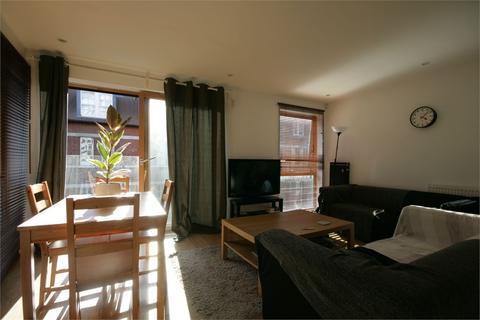 2 bedroom flat - Smedley Street, Clapham North
