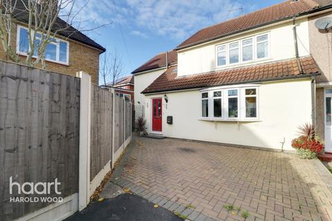 5 bedroom semi-detached house for sale - Harlesden Close, Romford