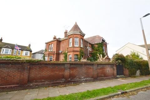 6 bedroom detached house for sale - Ness Road, Shoeburyness, Southend-on-Sea, Essex, SS3