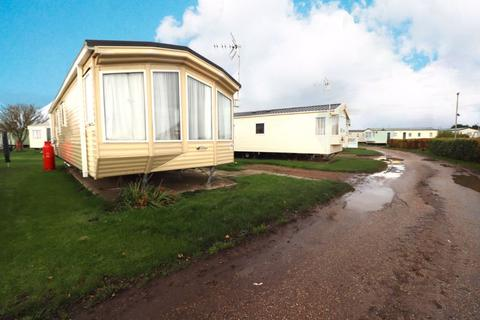 2 bedroom detached bungalow for sale - Low Road, Harwich