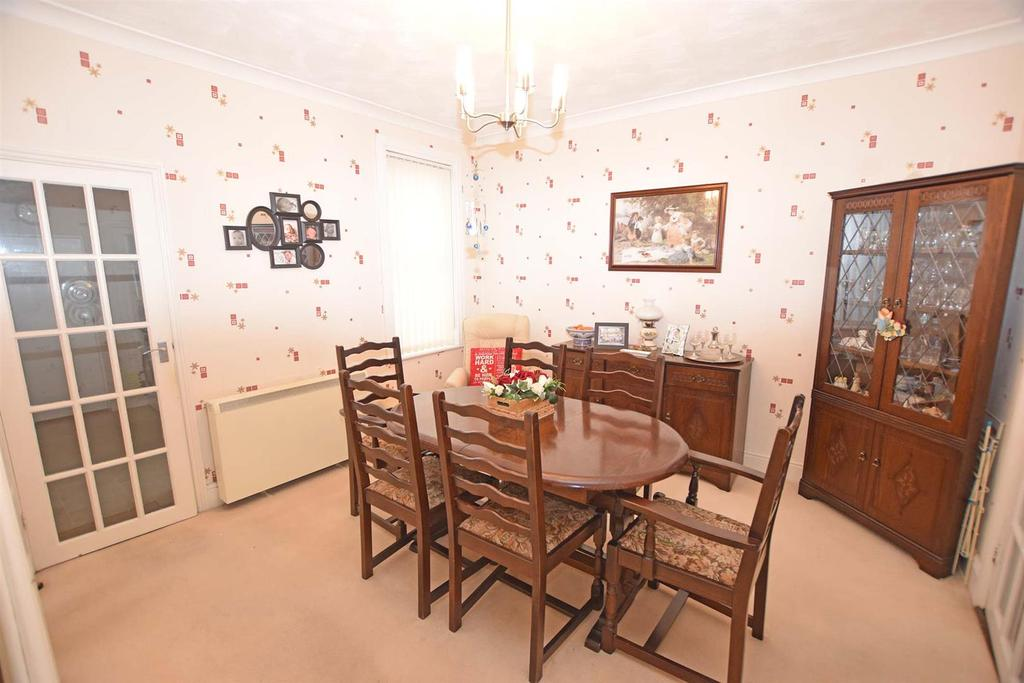 Copwer dining room